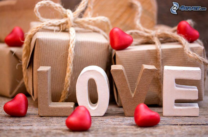 love, piros szívek, ajándékok