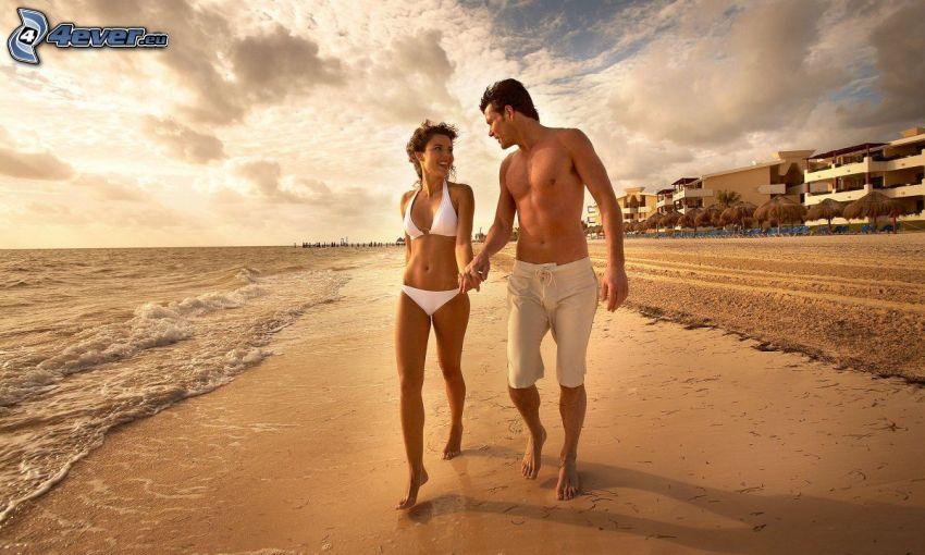 pár a strandon