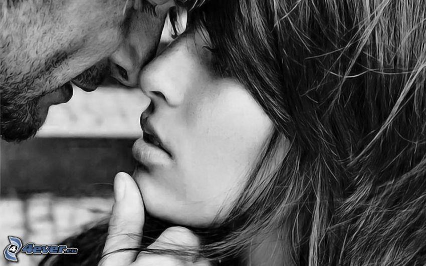 párocska, puszi, fekete-fehér kép