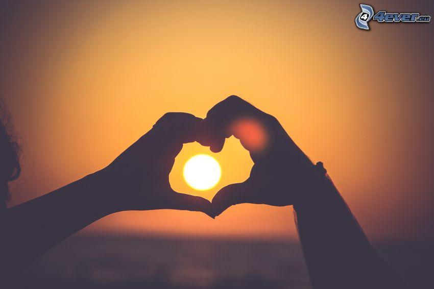 kézzel formázott szív, nap