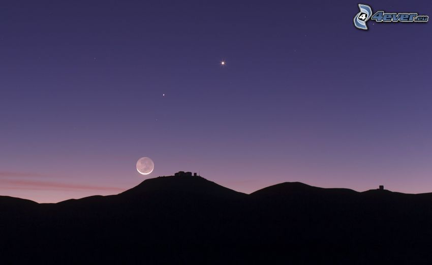 a horizont sziluettje, Hold, csillagok, lila égbolt