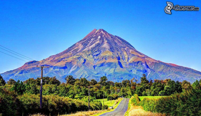 Taranaki, sziklás hegység, út, elektromos vezetékek, erdő