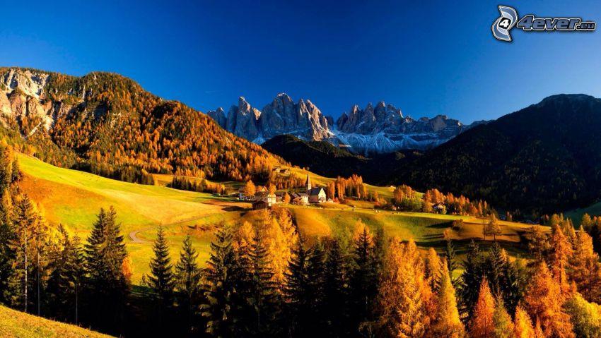 Val di Funes, falu, völgy, tűlevelű erdő, sziklás hegységek, Olaszország