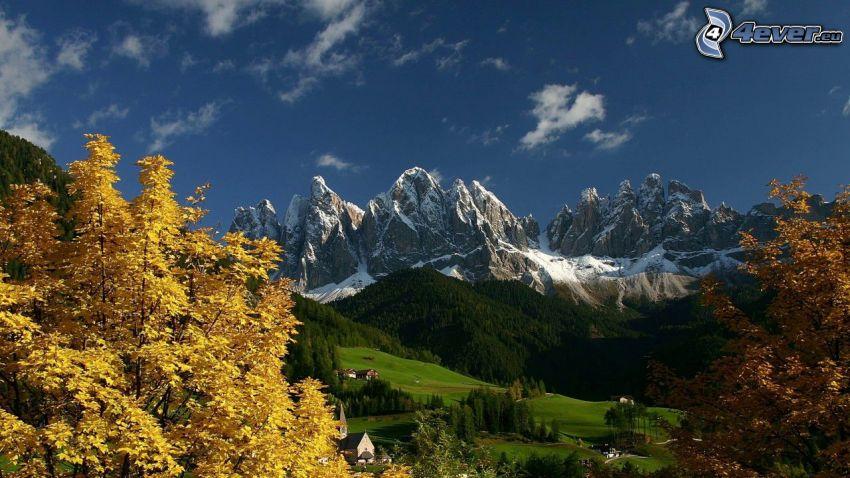 Val di Funes, sziklás hegységek, völgy, Olaszország