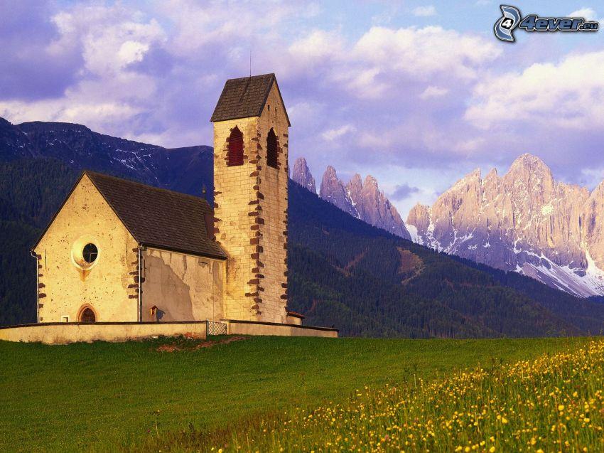 Val di Funes, templom, sziklás hegységek, rét, Olaszország