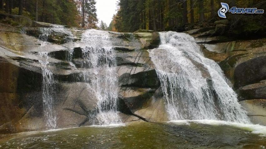 Mumlava vízesés, sziklák