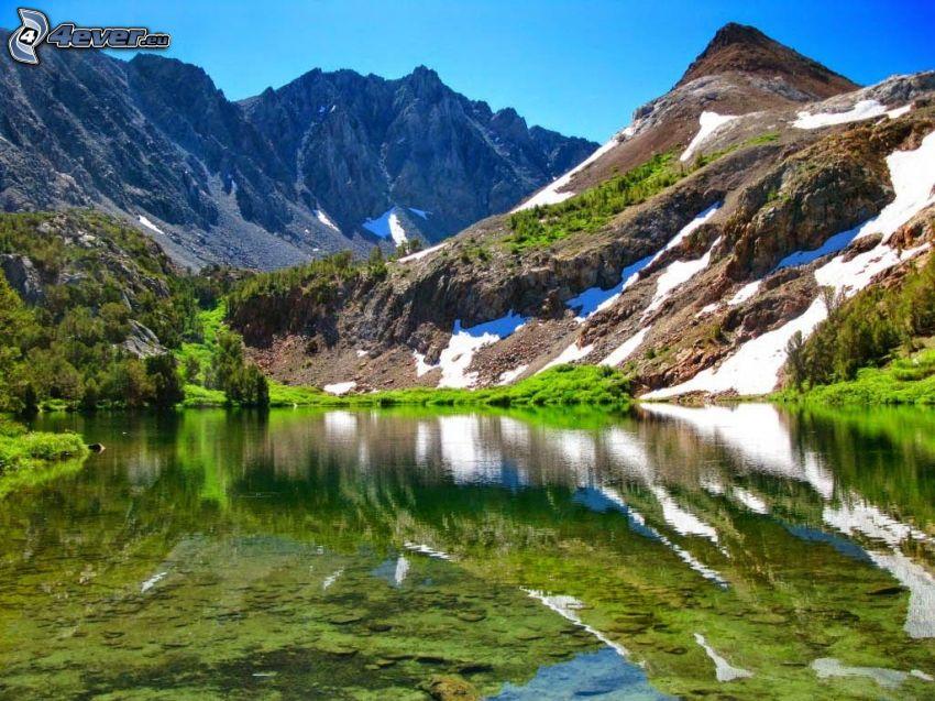 sziklás hegységek, tó