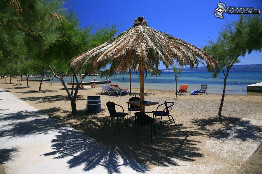 homokos tengerpart, napernyő, tenger, Omiš, Horvátország