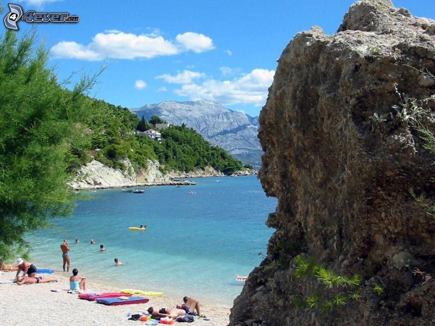 Omiš, Horvátország, sziklák, strand