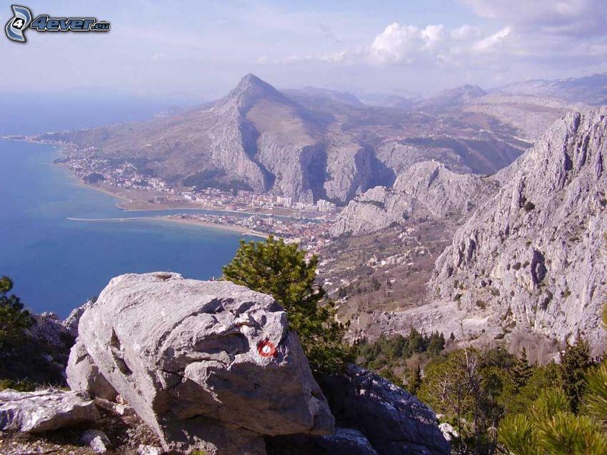 Omiš, Horvátország, sziklák, tengerpart
