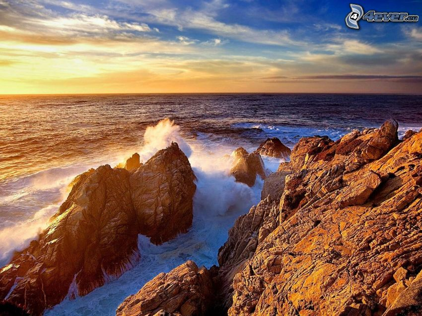sziklák a tengerben, köves part, Kalifornia, tengerpart naplementekor
