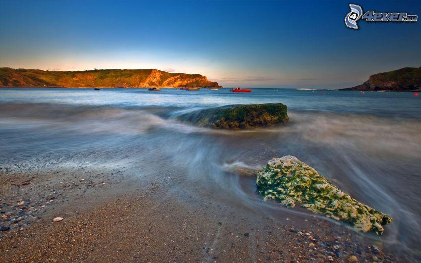 sziklák a tengerben
