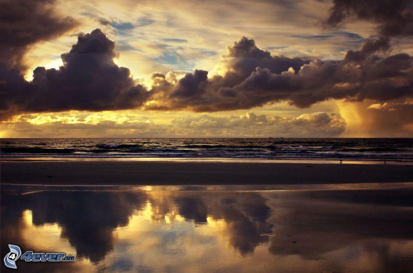 tenger, felhők, este