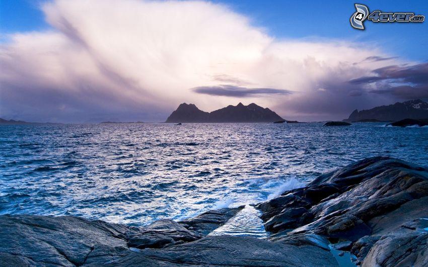 tenger, sziklák a tengerben