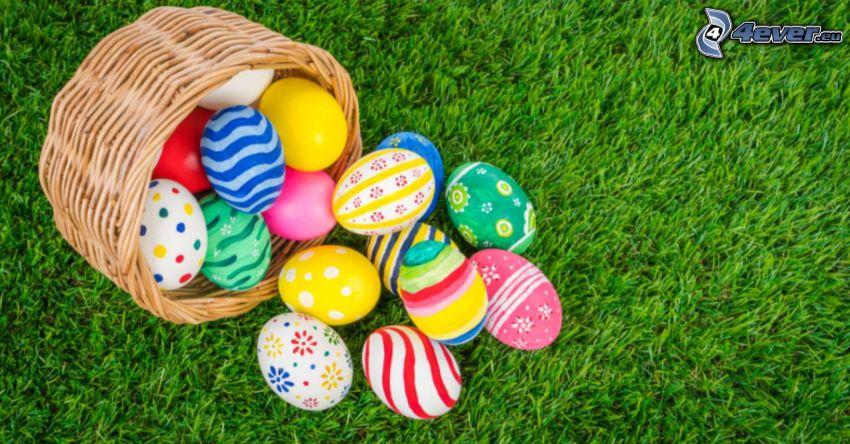 húsvéti tojások, fű, kosár