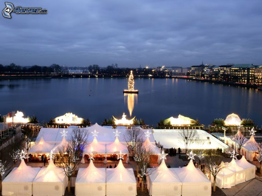 Hamburg, karácsonyfa, tó, piac, esti város