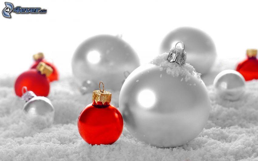 karácsonyi gömbdíszek, hó