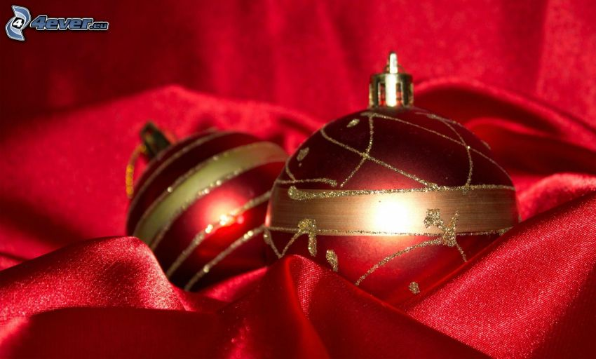 karácsonyi gömbdíszek, piros anyag