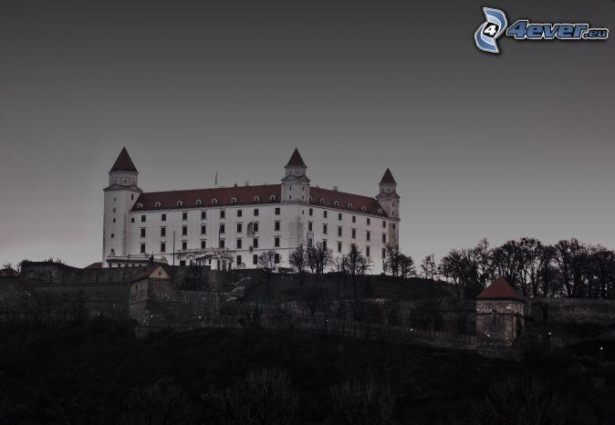 Bratysławski Zamek, wieczór