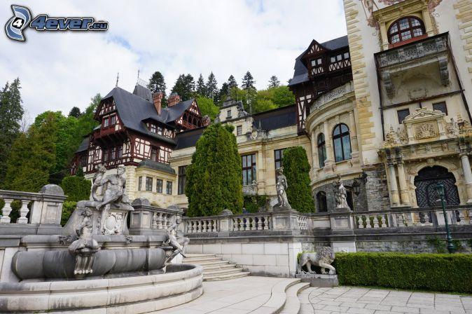 Zamek Peles, posągi, schody