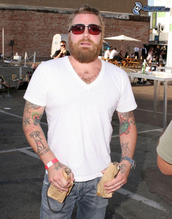 Ryan Dunn, wytatuowany facet, okulary przeciwsłoneczne