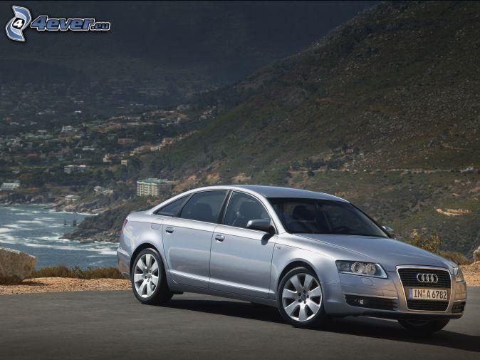 Audi S6, nadmorskie miasto, wzgórze