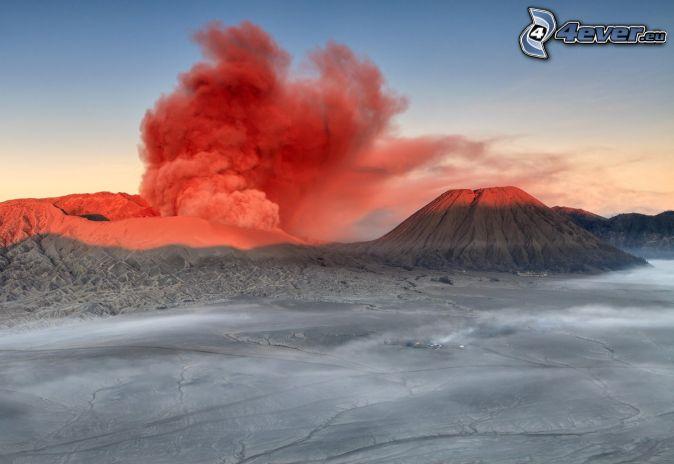 Kronocka Sopka, chmura wulkaniczna