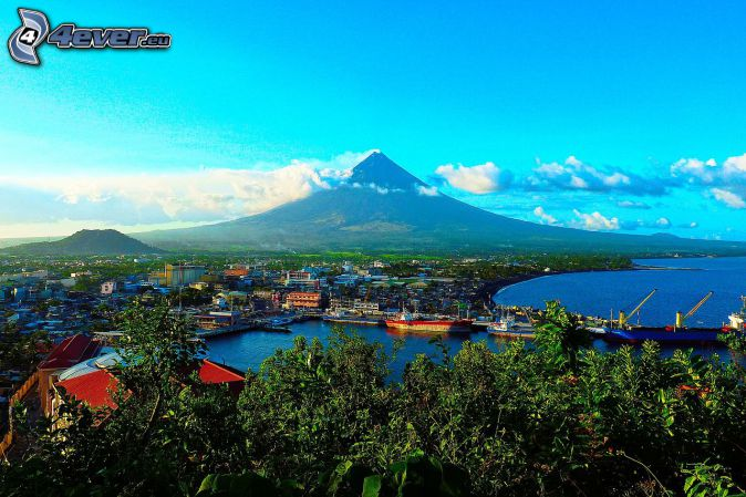 Mount Mayon, nadmorskie miasto, chmury, Filipiny