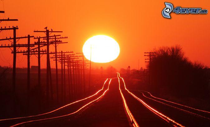 tory kolejowe, zachód słońca, czerwone niebo, kable eletryczne