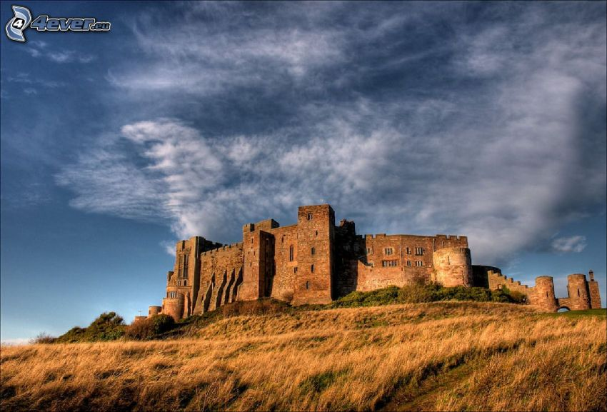 Bamburgh castle, chmury