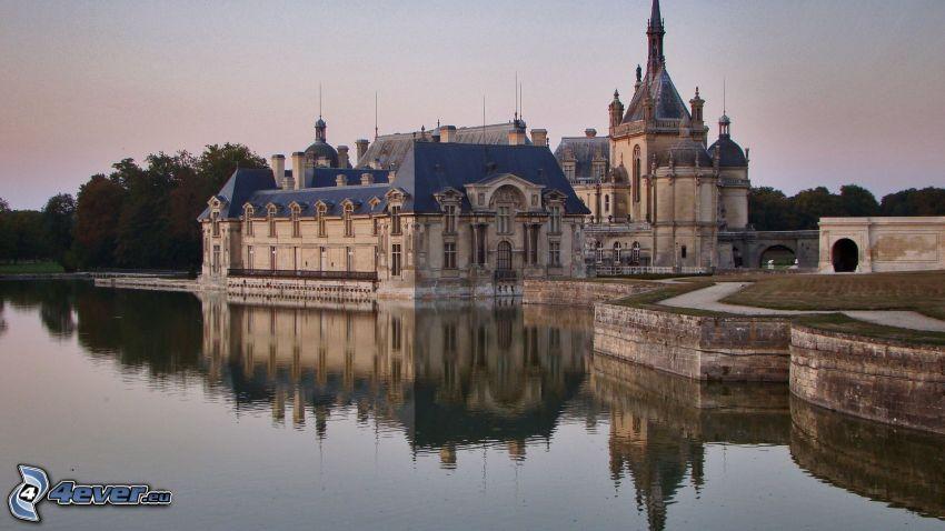 Château de Chantilly, jezioro, odbicie