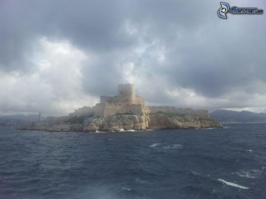 Château d'If, wyspa, ciemne chmury