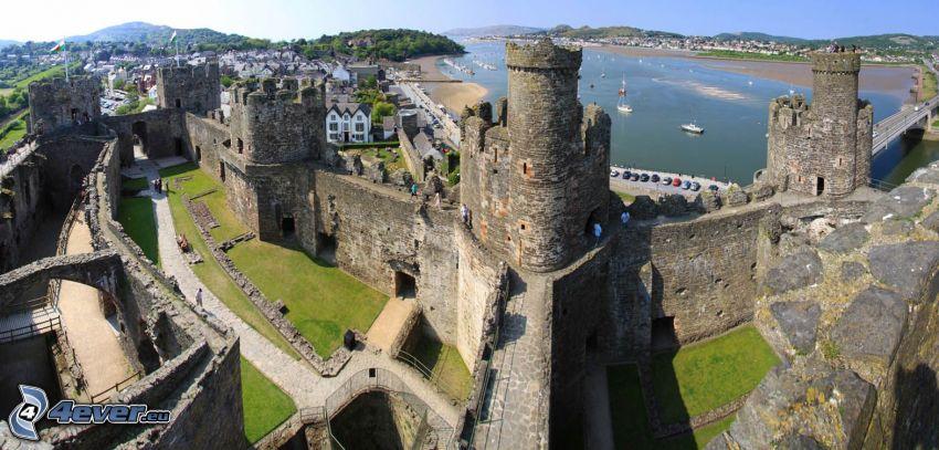 Conwy Castle, dziedziniec