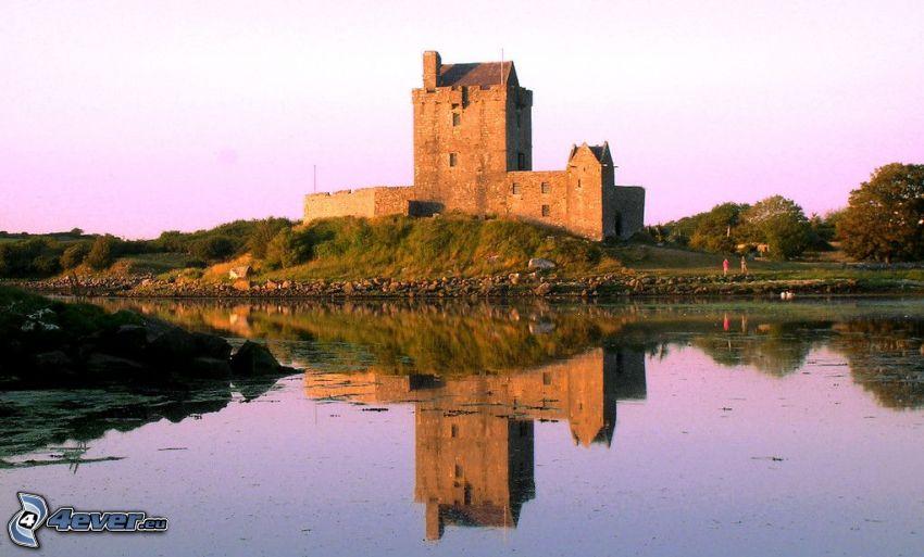 Dunguaire Castle, jezioro, odbicie