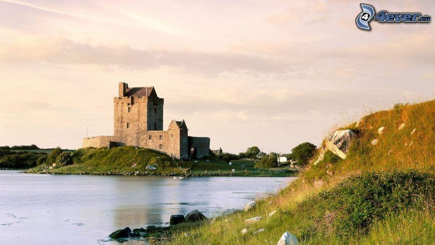 Dunguaire Castle, jezioro
