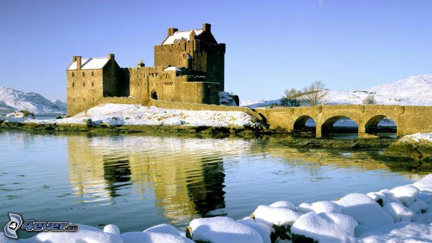 Eilean Donan, Szkocja, zamek, kamienny most, jezioro