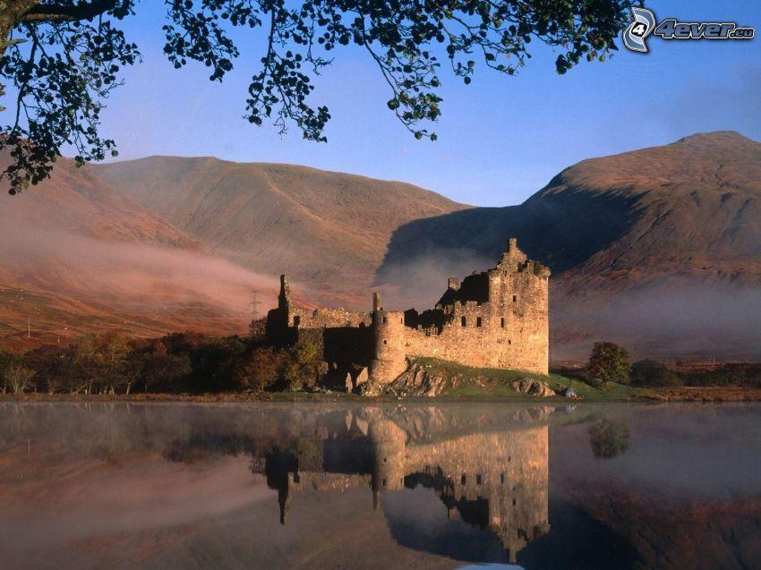 Eilean Donan, Szkocja, zamek przy wodzie, odbicie