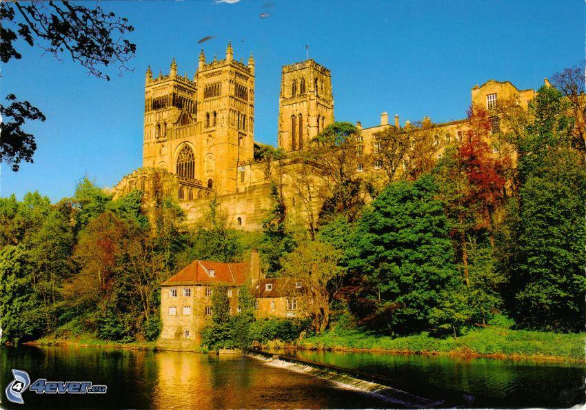 Katedra w Durham, rzeka, drzewa