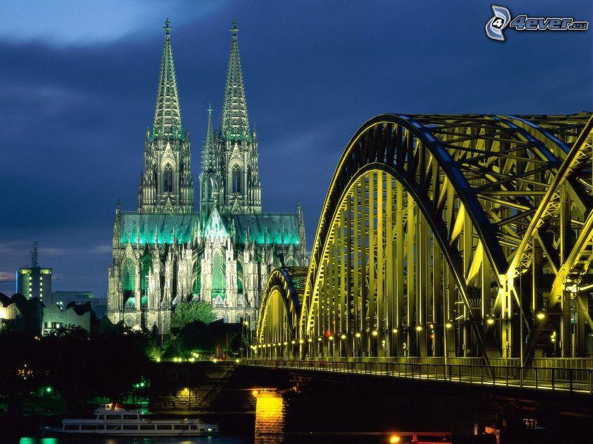 Katedra w Kolonii, oświetlony most, miasto wieczorem, Hohenzollern Bridge