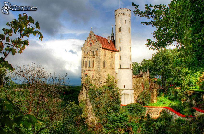 Lichtenstein Castle, HDR, zieleń