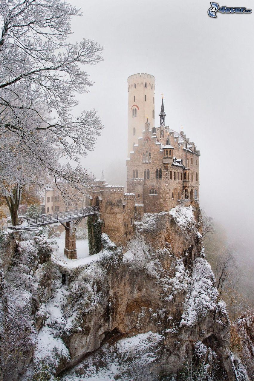 Lichtenstein Castle, śnieżny krajobraz