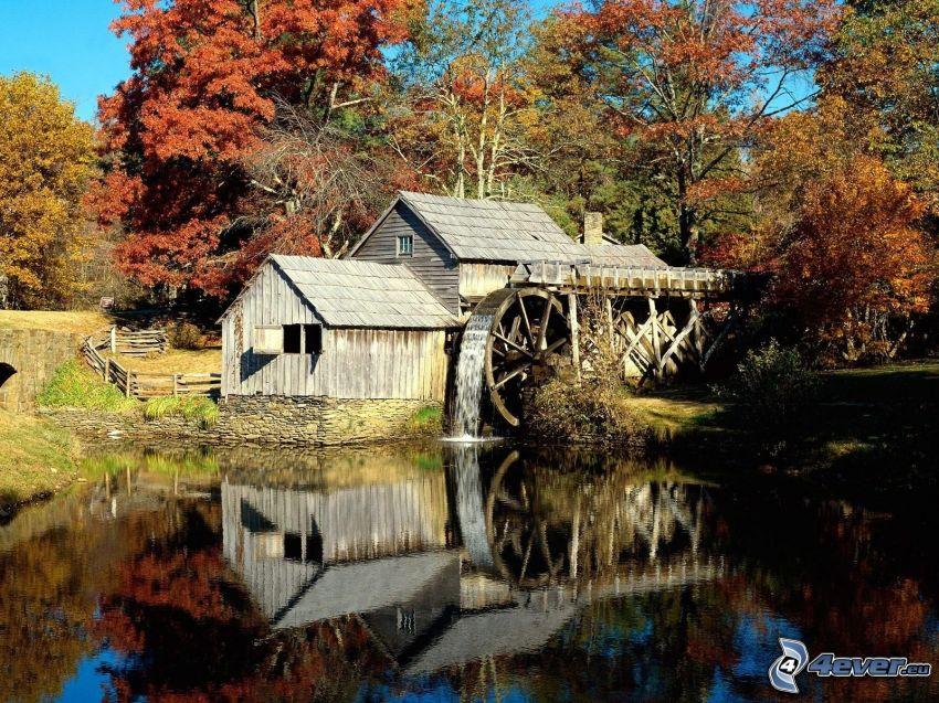 Mabry Mill, jesienne drzewa, rzeka, odbicie