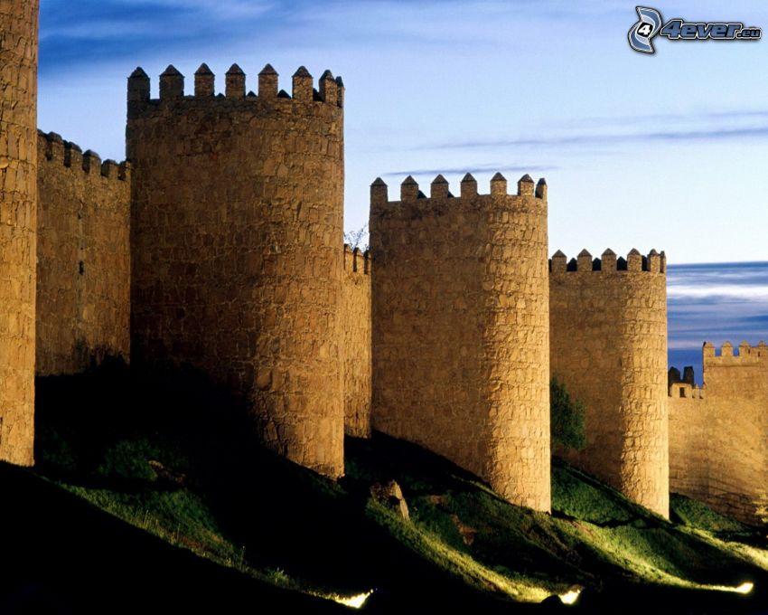 mury obronne, zamkowa wieża
