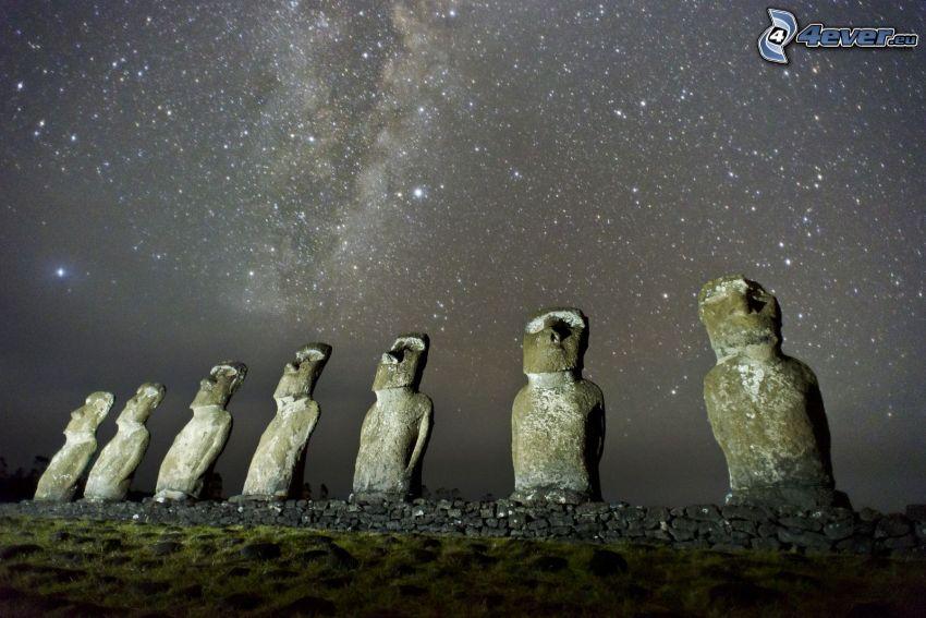 posągi Moai, wyspy wielkanocne, gwiaździste niebo, niebo w nocy