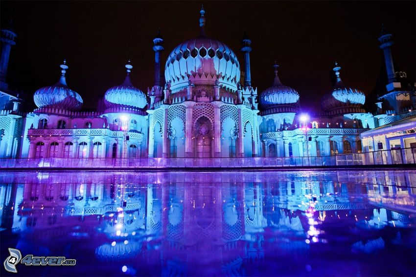 Royal Pavilion, oświetlony budynek, powierzchnia wody, odbicie