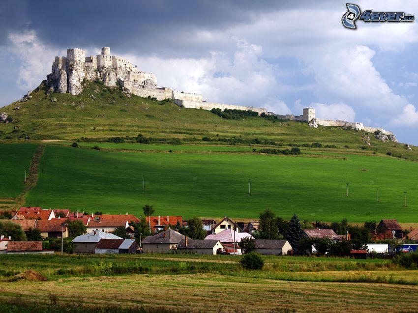 Spiski Zamek, Słowacja, chmury, wieś