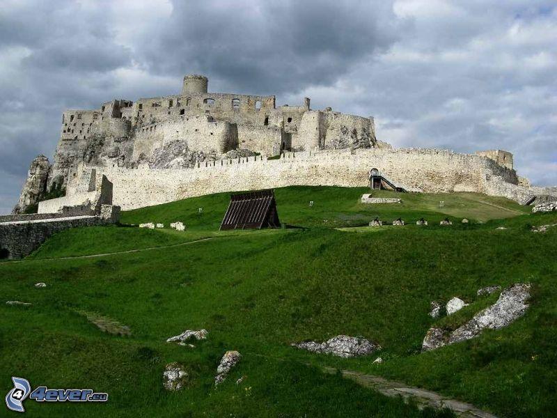 Spiski Zamek, Słowacja, chmury