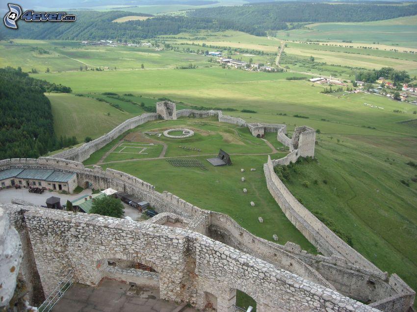 Spiski Zamek, Słowacja, dziedziniec