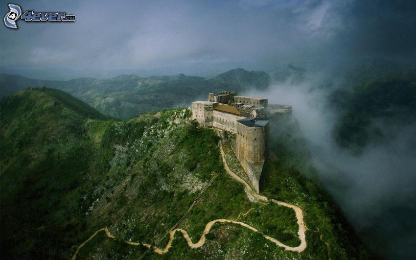 zamek, wzgórze, szlak turystyczny, chmury