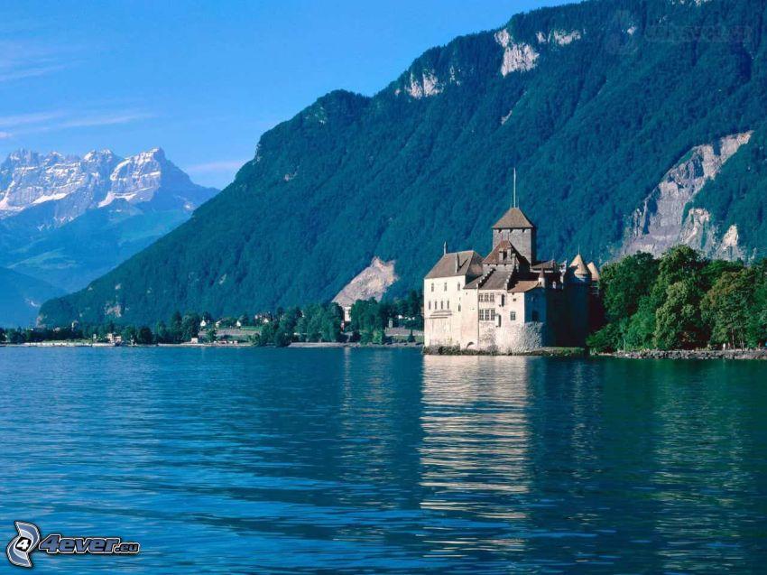 Zamek Chillon, rzeka, pasmo górskie